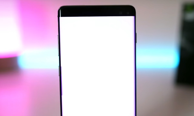 How to hide the Galaxy S10 camera cutout notch