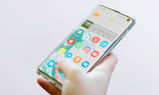 How to change screen resolution on Samsung Galaxy S10